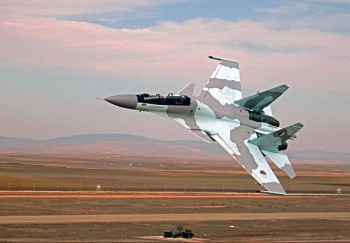 Suchoi Su-30MKA der algerischen Luftwaffe (Foto: Sahnouni, Wikimedia Commons, Creative Commons Attribution-Share Alike 3.0 Unported).
