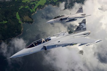 Der Gripen NG Demo in Formation mit einem JAS-39 Gripen D (Photo: Jamie Hunter)