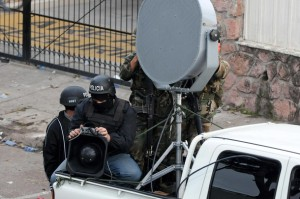 Members of the Honduran army and police agents prepare a speaker system in front of the Brazilian Embassy in Tegucigalpa on September 22, 2009.