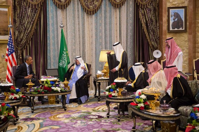 President Barack Obama meets with King Abdullah ibn Abdilazīz of Saudi Arabia at Rawdat Khuraim in March 2014.